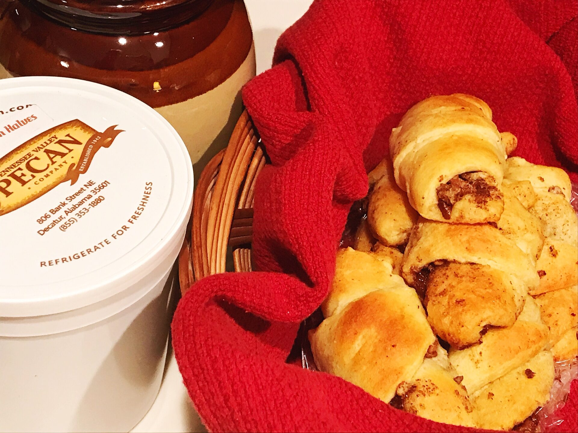 browned butter pecan crescent rolls in basket | hearth health happiness