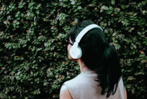 girl walking with headphones