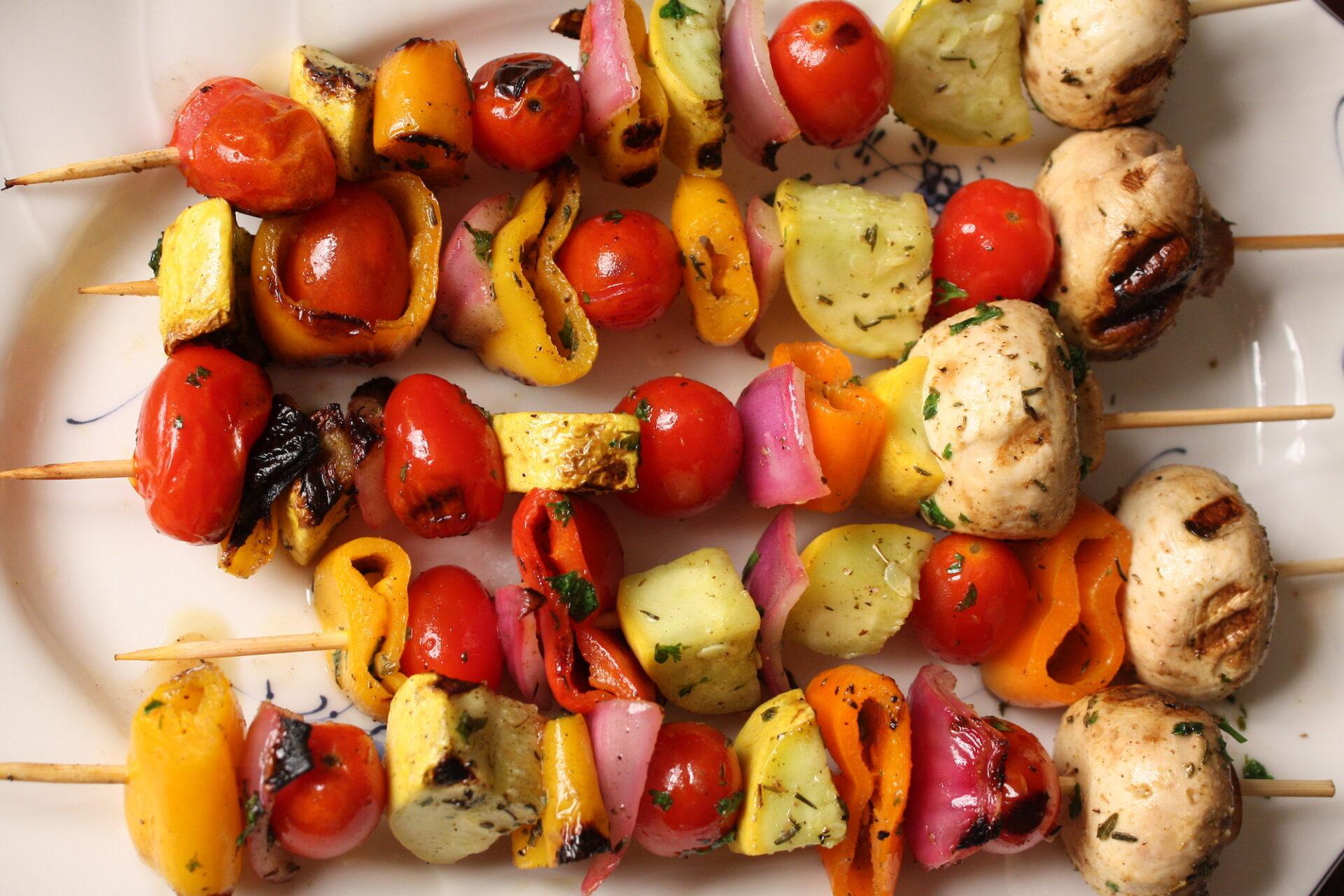 overhead shot of veggie kabobs | hearth health happiness